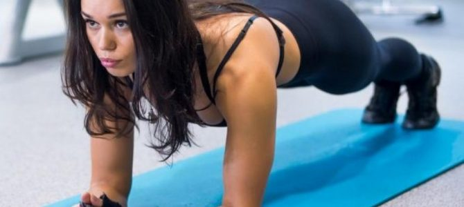 Sculpter votre corps en 5 minutes avec la planche